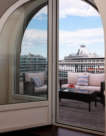 Auberge Saint-Antoine: Roof top suite with private balcony