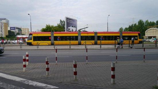 Golden Tulip Warsaw Centre : Metro across the road, quiet though
