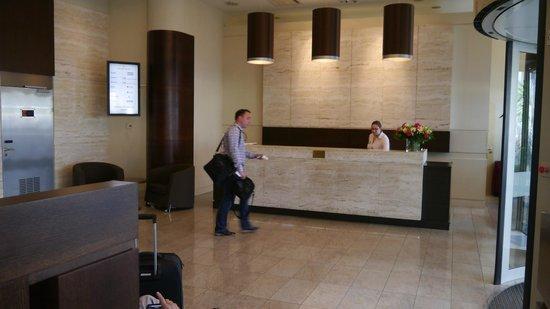 Golden Tulip Warsaw Centre : Reception