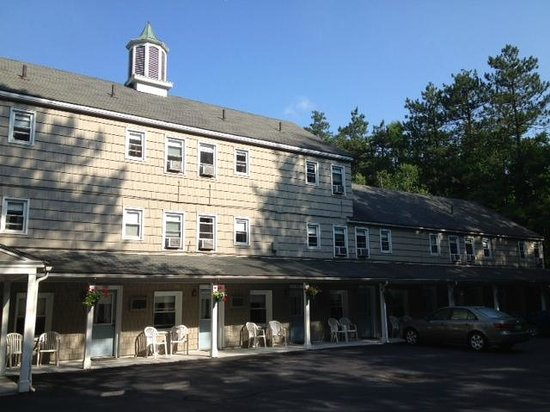 Berkshire Hills Country Inn: The back of the inn