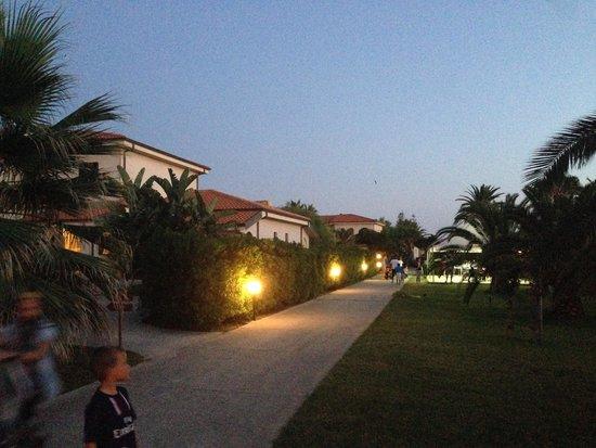 Villaggio Torre Ruffa Robinson: En kvällsbild av området