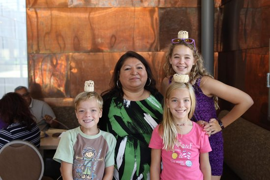 Chickasaw Cultural Center: Artisan Sue with my kids and the baskets they made