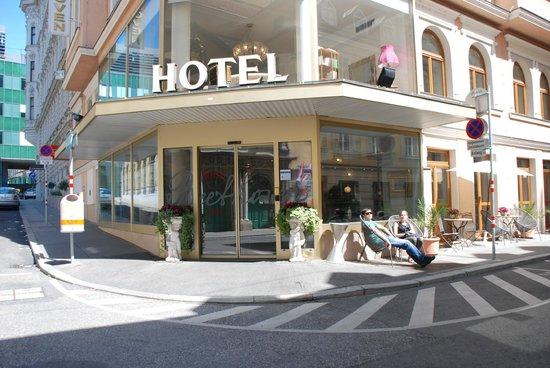 Hotel Beethoven Wien: Вход в отель - отдыхаем