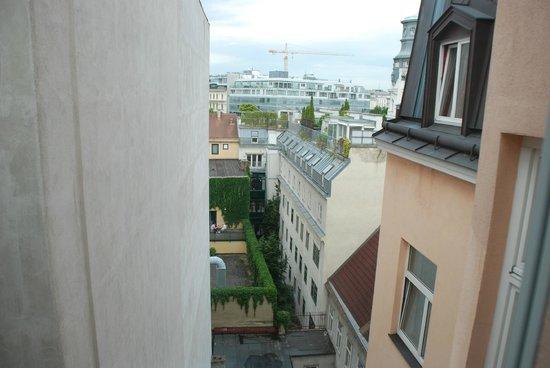 Hotel Beethoven Wien: Вид из окна нашего номера на 5м этаже