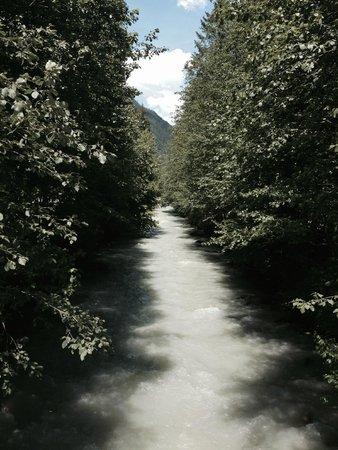 Vert et Blanc : River walk into Chamonix