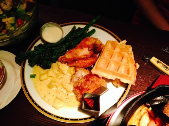 Founding Farmers : Chicken & Waffles