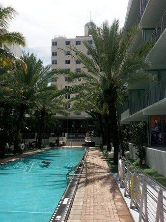 National Hotel Miami Beach: Pool and Cabana area