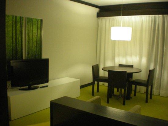 Aqualuz Suite Hotel Apartamentos: Sala