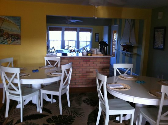 Cape Hatteras Bed and Breakfast: Breakfast rooms