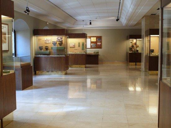 Museo de Burgos : Vista de una de la salas