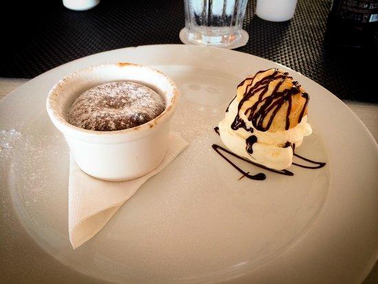 Taste of Belgium Restaurant: El mejor postre, volcan de chocolate