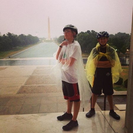 Bike and Roll DC : Spending time in the shelter of the Lincoln Memorial while the storm passed by