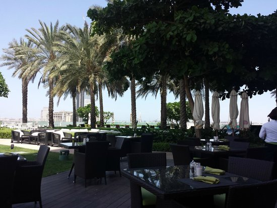 Crowne Plaza Dubai Festival City: The outside terrace
