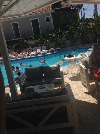 Tzante Hotel: The pool view from Zanterocks
