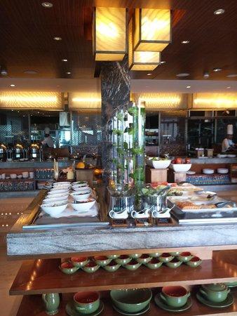 Crowne Plaza Dubai Festival City: Breakfast buffet
