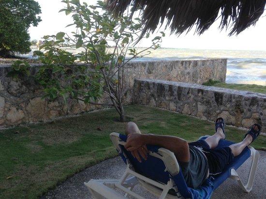 Almond Tree Hotel Resort : Chillin' by the bay