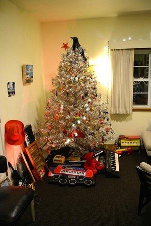 Holiday Music Motel: Festive Lobby