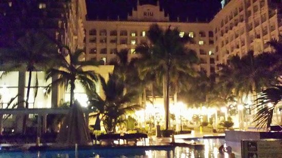Hotel Riu Palace Pacifico: The Riu Palace at night