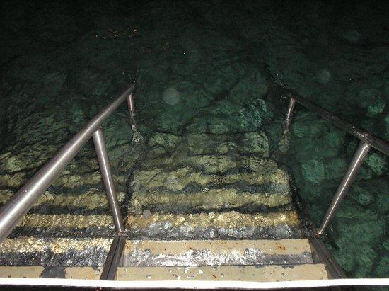 Royal Decameron Aquarium: Escada para o mar