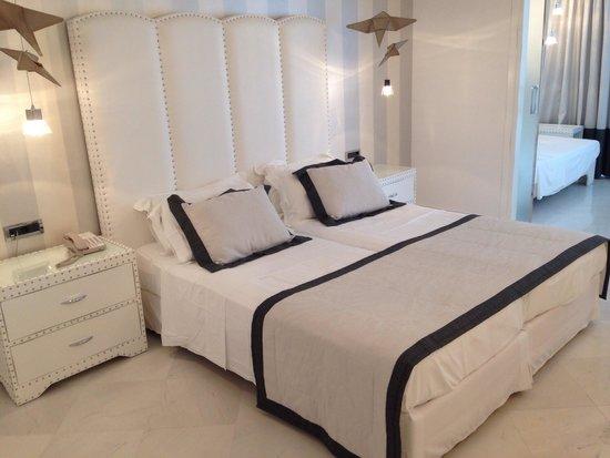 Mitsis Alila Resort & Spa: Номер 609, боковой вид на море