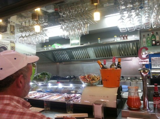 Bar Cafeteria El Yerno: Great atmosphere with Feria, delicious fingerfood and incredible service ...