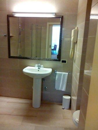 Quality Hotel Antwerpen Centrum Opera: lavabo