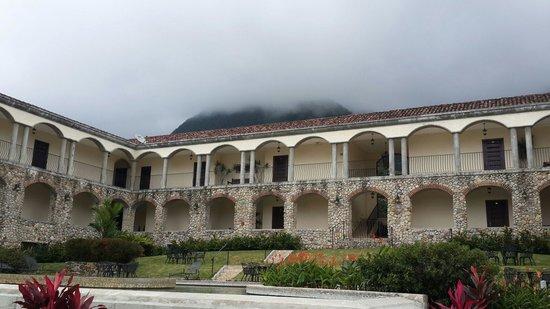 Los Mandarinos Boutique Spa & Hotel Restaurant : Vista de parte del hotel y alrededores