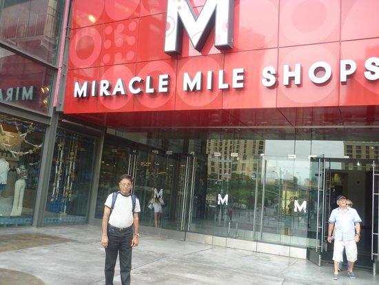 Miracle Mile Shops at Planet Hollywood : Myself at the North Entrance