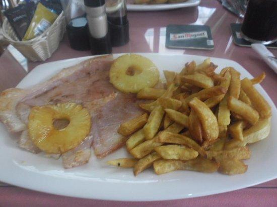 Cheers Bar: Gammon steak :)
