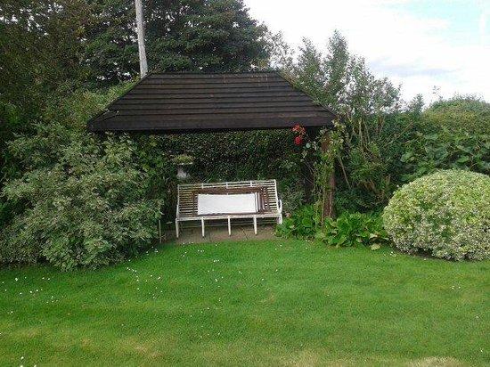 Point House B&B: Garden