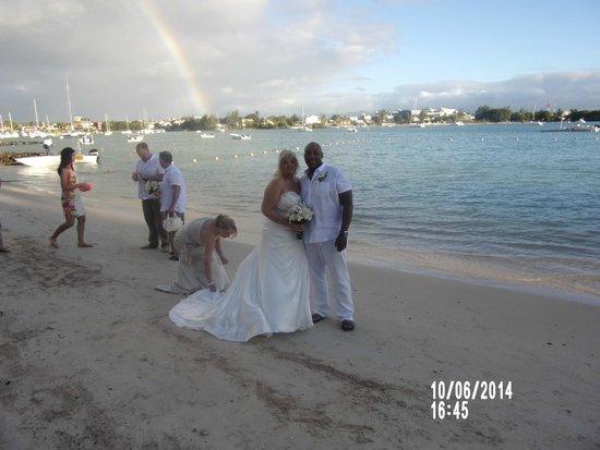 Beachcomber Le Mauricia Hotel : Wedding Rainbow....
