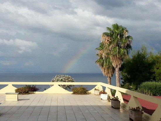 Hotel Residence Sciaron: Regenbogen nach Gewitternacht