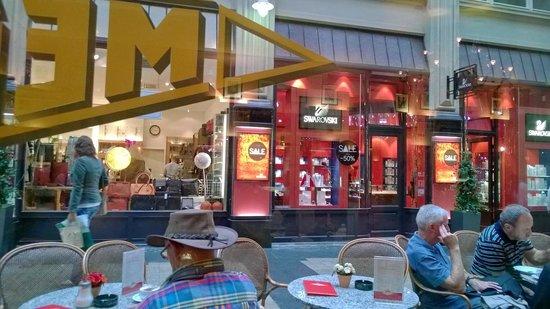 Mephisto: Вид из окна  на пассаж Медлера