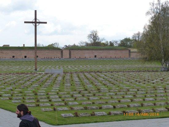 Terezin Memorial: Cementerio judio