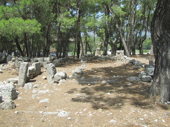 Phaselis Antique City: restanten van muren