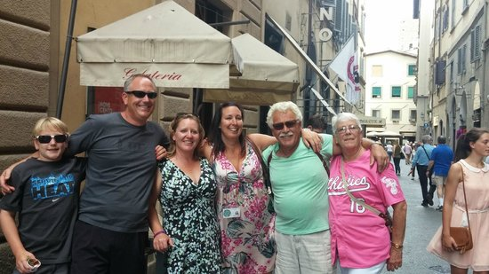 """Florence for Foodies: Grand finale ouside Gelatto shop with """"momma"""" Nat!"""