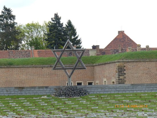 Terezin Memorial: Entrada fortaleza