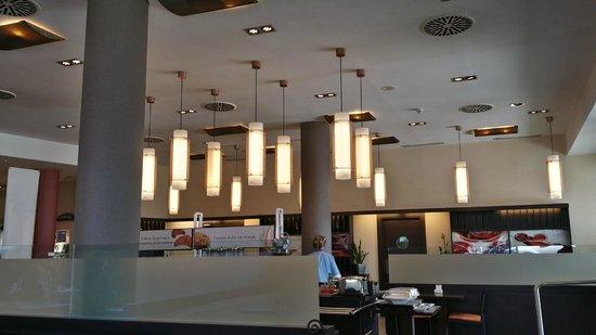 Ibis Madrid Aeropuerto Barajas: Vista del comedor