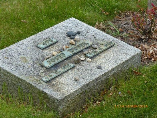 Terezin Memorial: Tumba