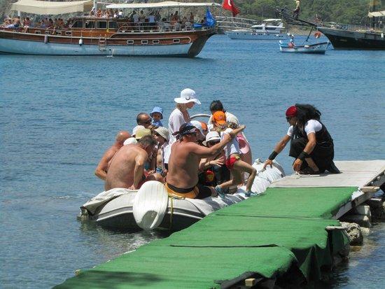 Phaselis Antique City: zo komen de toeristen van de boat tours aan wal