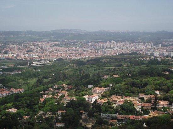 Castle of the Moors : Vista de Sintra de cidades vizinhas.
