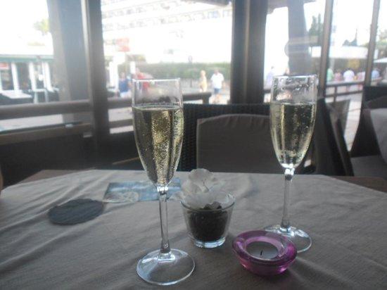Dolce Vita Restaurante: Free Champagne!