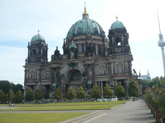 Berliner Dom: View from Unter-den-Linden
