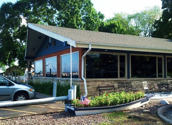 Newport Shores : exterior