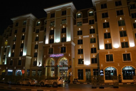 AVANI Deira Dubai Hotel: By NIGHT