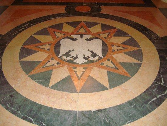 Oplenac: coat of arm on the marble floor