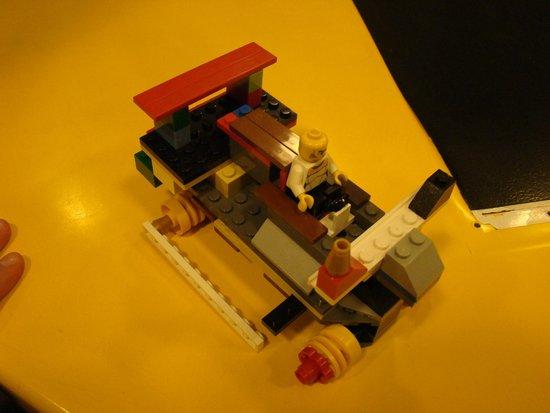 Disney Springs: AUTITO LEGO - CARRERAS