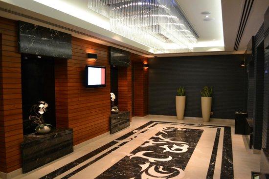 AVANI Deira Dubai Hotel: zu den Aufzügen