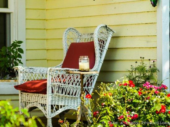 The Mark Addy : Side porch