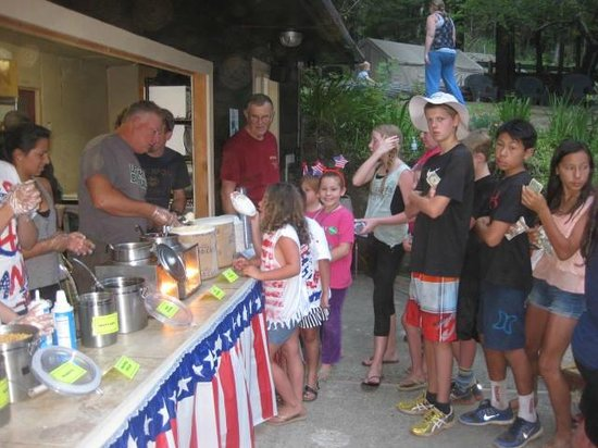 Redwoods River Resort & Campground: Ice Cream Social for 4th of July